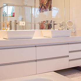 Acrylic Splashbacks in a bathroom